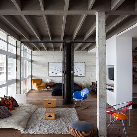 Oscar niemeyer s refurbished loft - Decoration industrielle pas cher ...