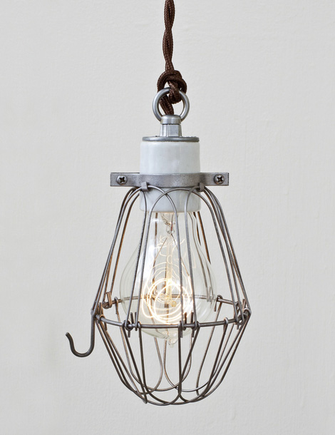Wire cage pendant lamp