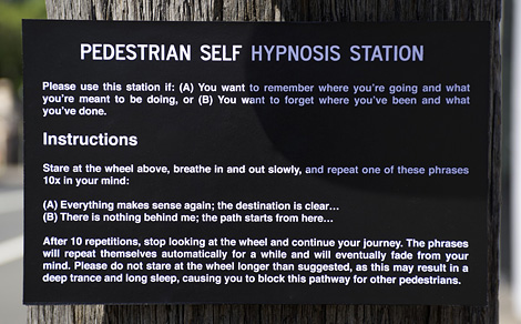 Pedestrian self hypnosis station