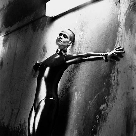 Sigourney Weaver x Helmut Newton