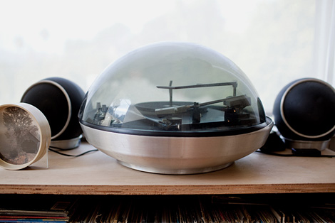 Snow globe turntable