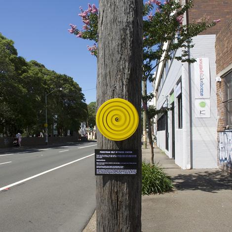 Pedestrian self hypnosis station