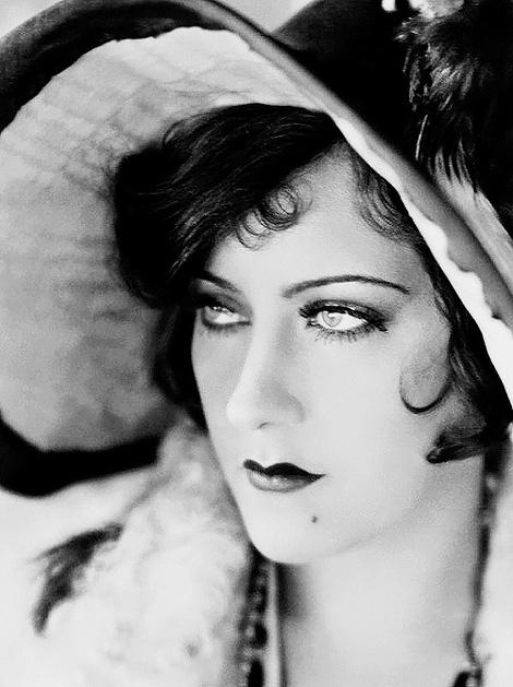 Gloria Swanson, 1928