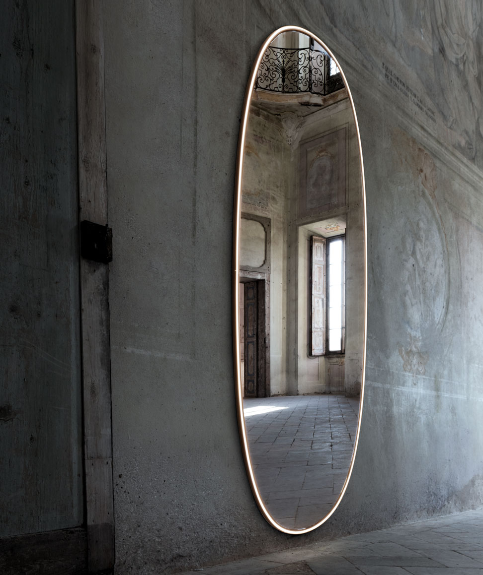 La Plus Belle illuminated mirror