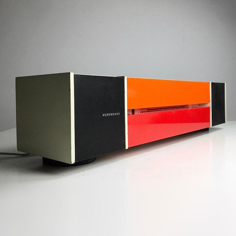Spectra Futura radio