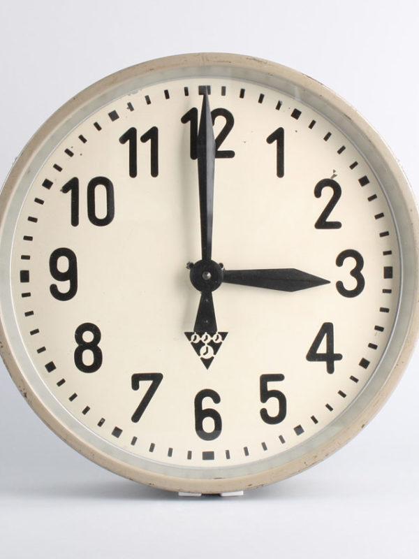 Pragotron PK 30 wall clock