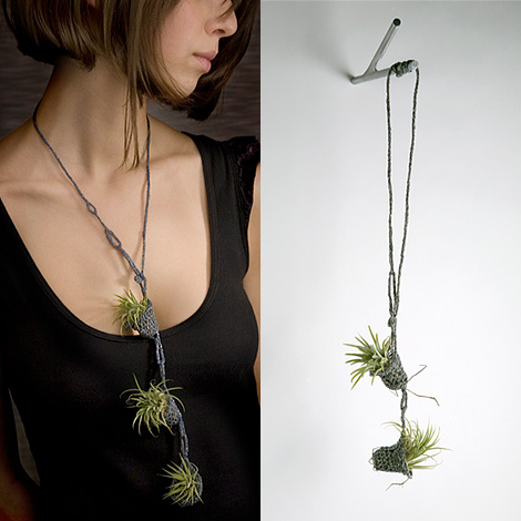 Living necklaces